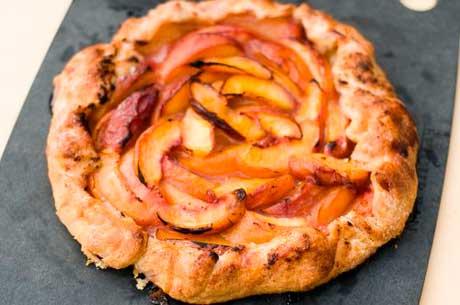 peach-nectarine-crostata